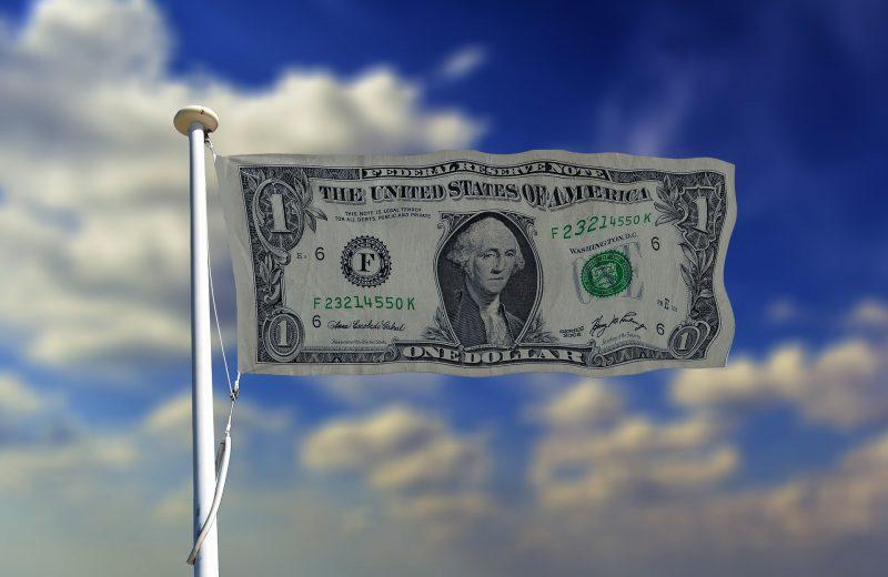 الدولار الأمريكي يعصف بجميع العملات