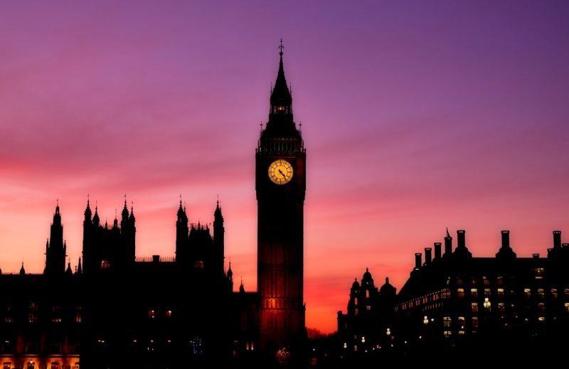 البرلمان البريطاني والقطاع الخدمي يرفع اسواق الاسهم والاسترليني