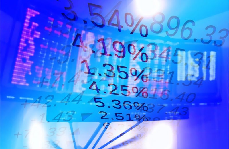 الأسهم التي تحقق أكبر تحركات قبل الافتتاح الرسمي للأسواق