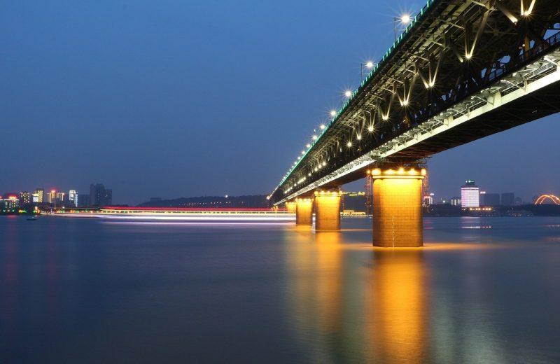 الصين ترفع الحظر عن مدينة ووهان ، مركز تفشي فيروس كورونا
