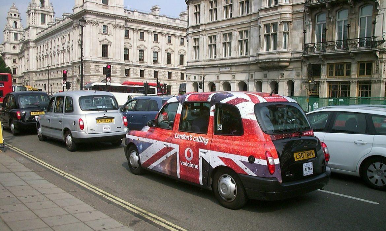سجل اقتصاد بريطانيا أكبر انخفاض شهري على الإطلاق حيث تبدأ عملية الإغلاق في التسبب في خسائر
